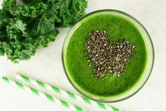 el-smoothie-verde-de-la-col-rizada-con-chia-siembra-el-corazn-52525457