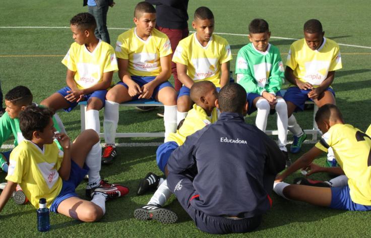 el-brasil-que-nos-venden-es-falso-no-hay-lugares-para-jugar-al-futbol-en-las-favelas